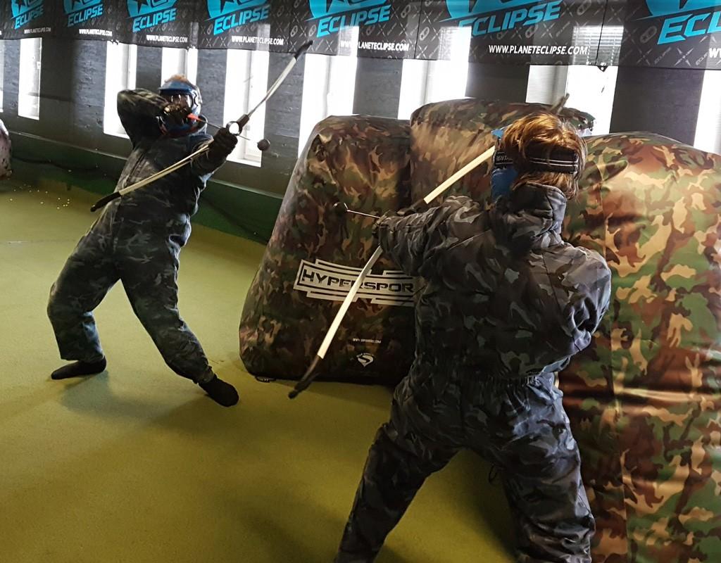 Archery Tag spel i action på vår bana i Farsta!